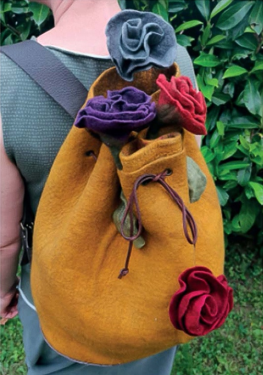 Große Tasche oder Rucksack mit spannenden Oberflächen